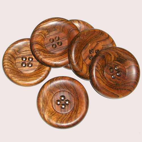 Velký dřevěný knoflík