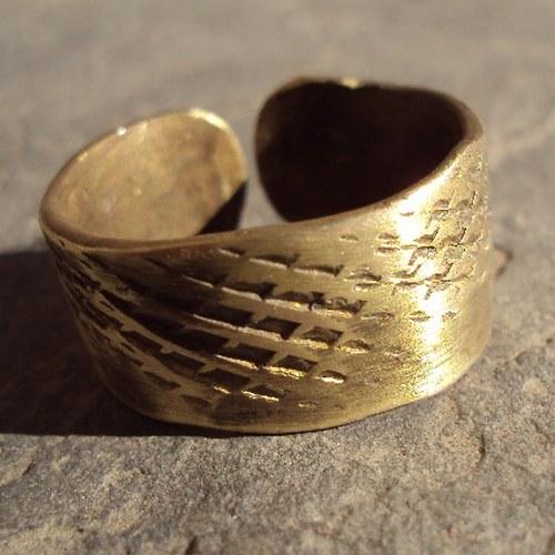 Prsten Kobra z mosazi