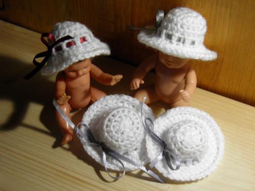 Háčkovaný klobouček pro panenku