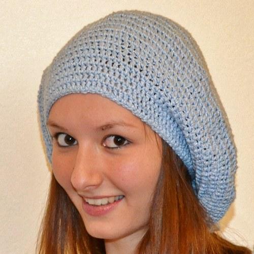Světlemodrý háčkovaný baret