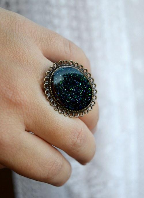 Třpytivý velký prsten