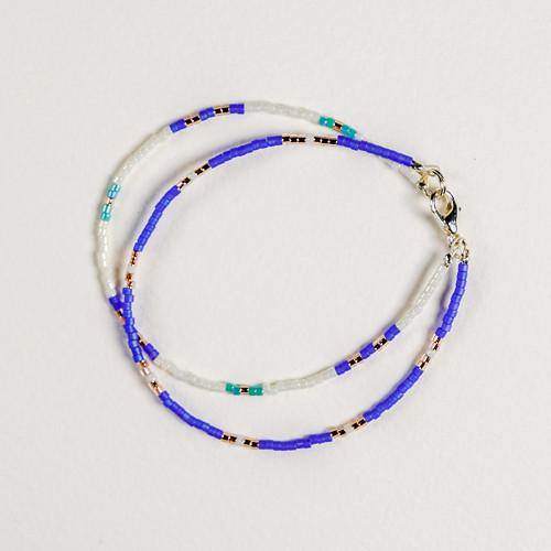 Náramek v kobaltově modré kombinaci