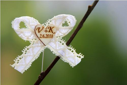 Svatební mašlička s iniciály v dřevěném 17mm ♥