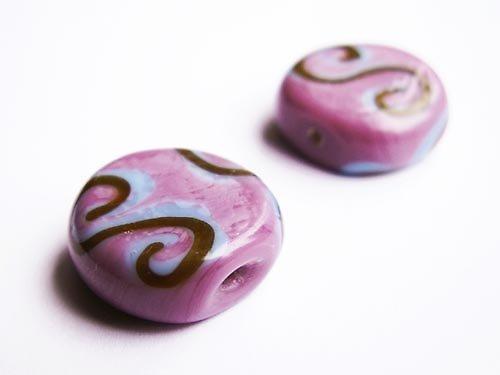 Plochý fialový kulatý s esky ((V89))