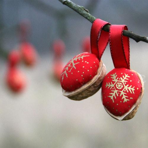 Retro Vánoční ozdoby - oříšek - červené