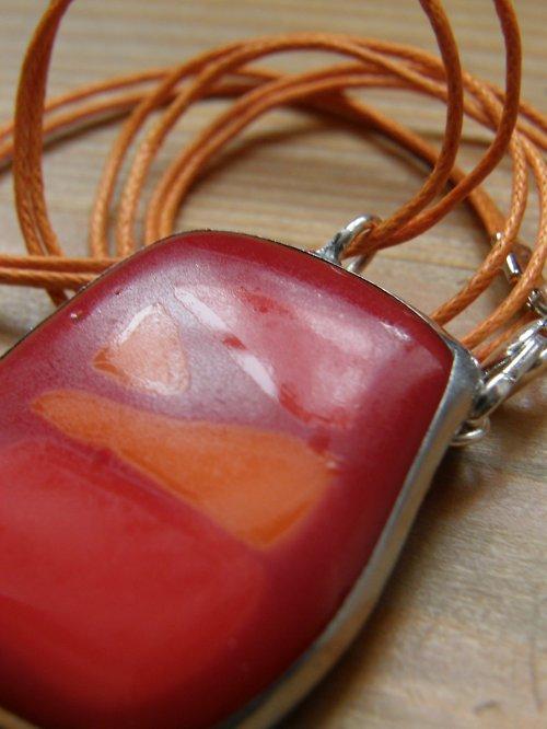 Skleněný náhrdelník Prostě červená