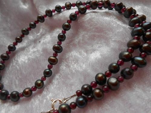 Náhrdelník - Říční perly s Granátem