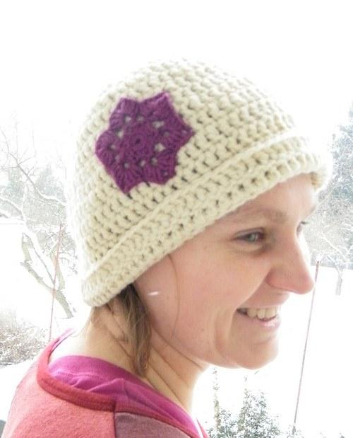 Vlněný klobouček s vločkou