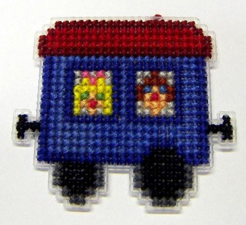 Vyšívaná magnetka - vagón s dětmi