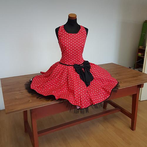 šaty červené, puntík, černá mašle