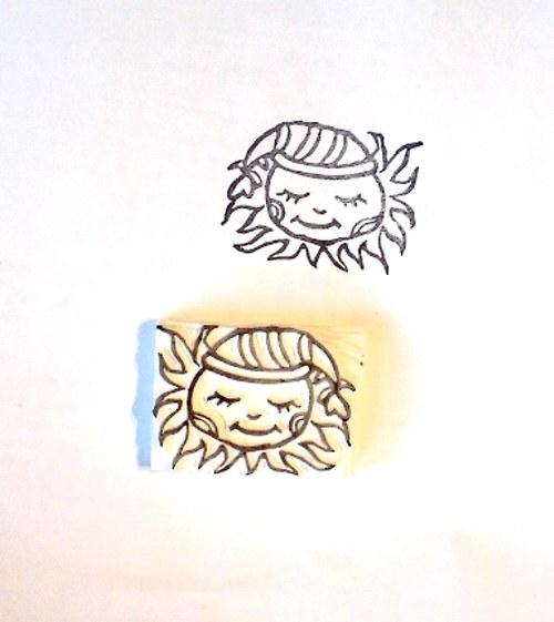 Spící sluníčko. Omyvatelné gumové razítko.