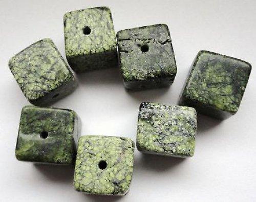Minerál serpentin - kostka