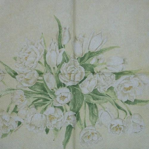 Kytice bílých tulipánů