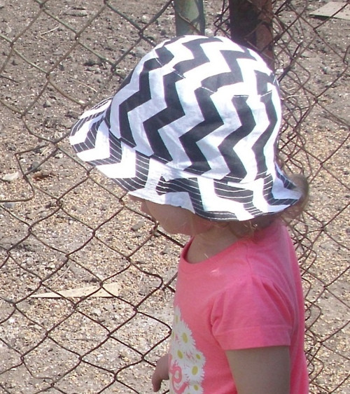 klobouček vel. 49-50 cm