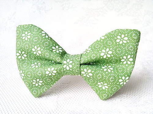 Green bow tie with white flowers