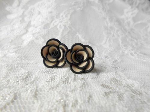 Béžové růžičky s lemem