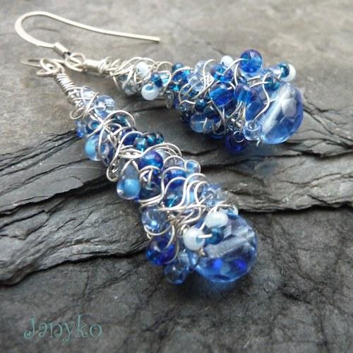 Kukly ze vzduchu v modré