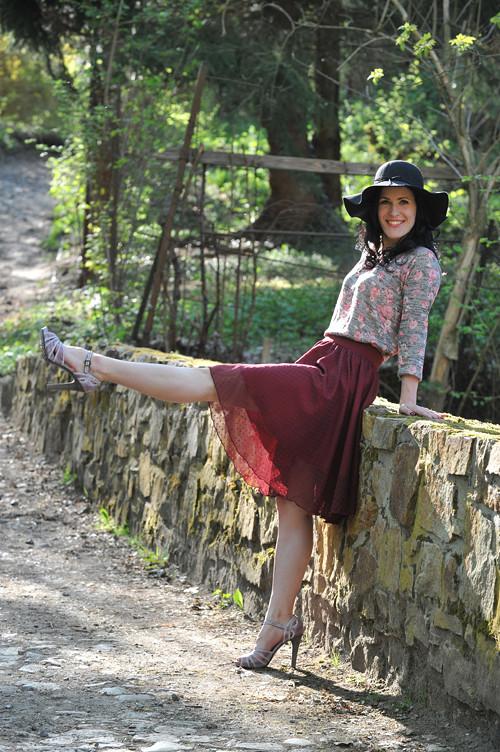 Puntíkovaná sukně - bordó