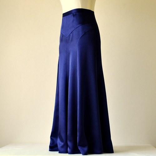 Tmavě modrá sukně ze saténu