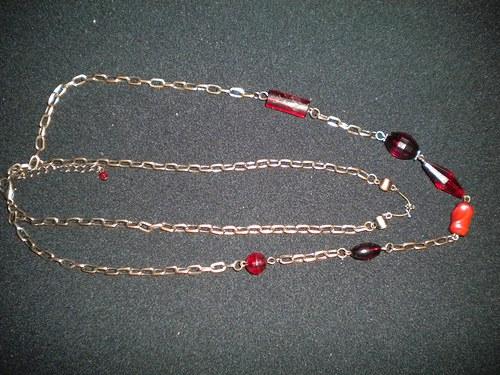 dvouřadý náhrdelník s korálovými komponenty
