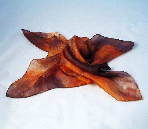 Batikovaný hnědý šátek
