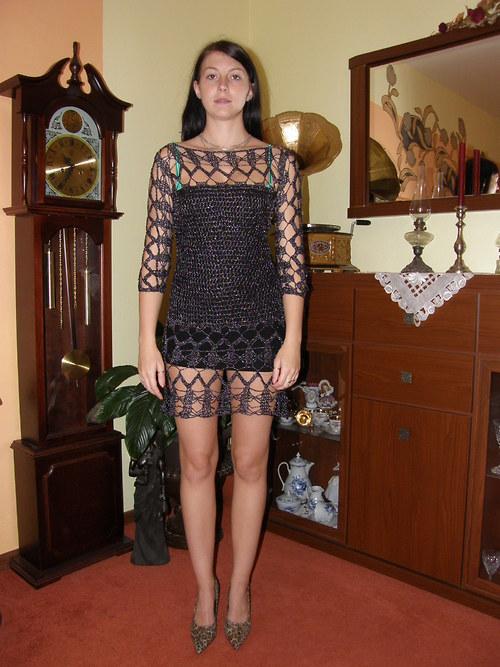luxusní společenské háčkované šaty