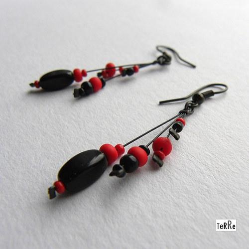 černo červené