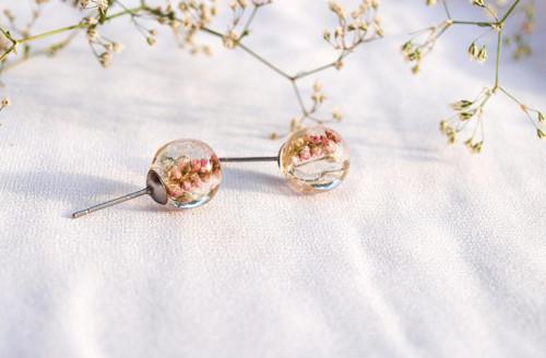 Něžné květinové naušnice 8 mm
