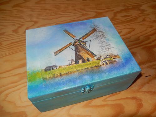 U mlýna - dřevěná krabička