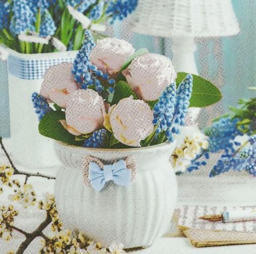 Ubrousek - modřenec a bílé růže