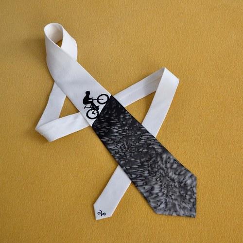 Hedvábná kravata s cyklistou do kopce - na přání