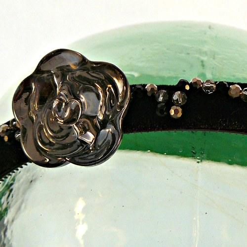 Křišťálová temná růže na černé
