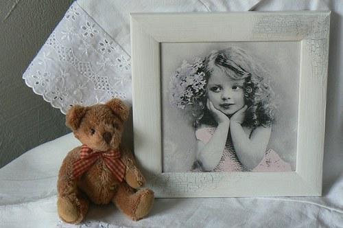 Vintage obrázek - dívka s květinou