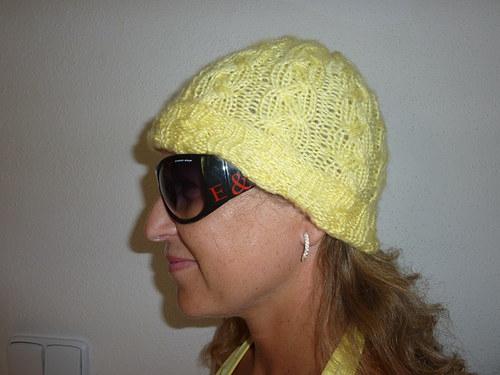 Žlutá pletená čepka - dámská
