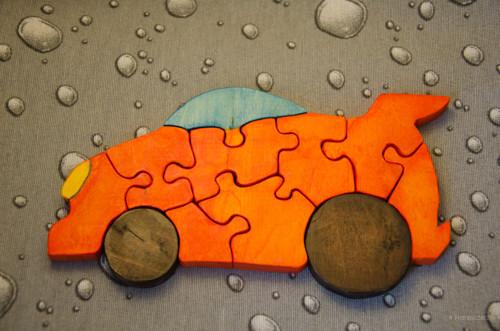 Dřevěné puzzle ve tvaru auta - oranžové