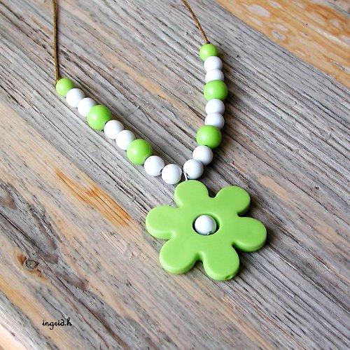 Náhrdelník Zelený květ sleva z 89,-