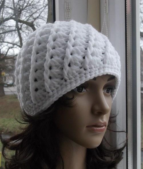 NAVOD 9.   Teplá dámská bílá čepice.