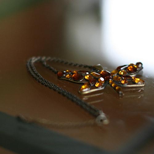 náhrdelník žlutý motýl