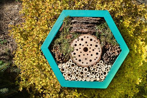 Hmyzí hotel HEXA 36 cm, tyrkysový
