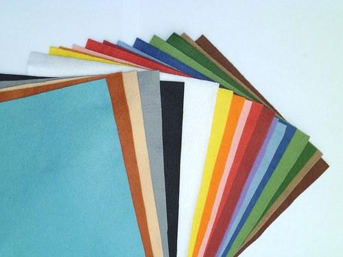 Sada  filců 19  barev, 20 x 30  cm