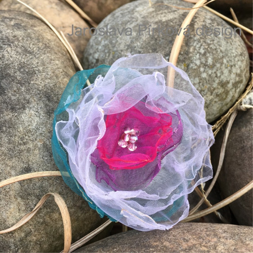růže něžně fialová