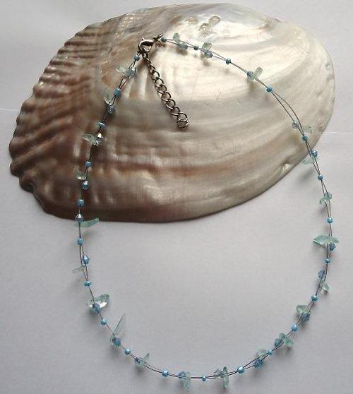 Elegantní náhrdelník z minerálu akvamarín