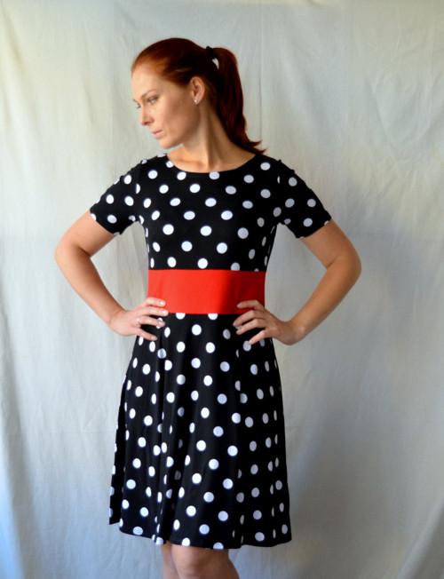 Puntíkaté úpletové šaty, velikost M