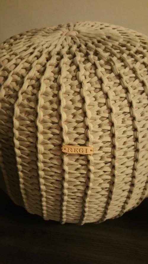 Pletený puf