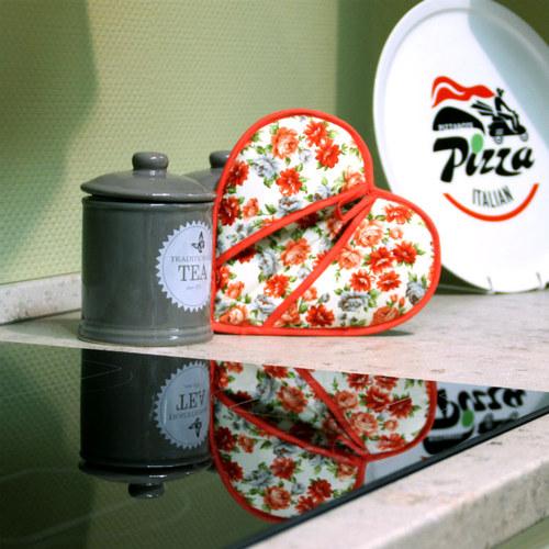 Kuchyňská chňapka SRDCE - květinová červená