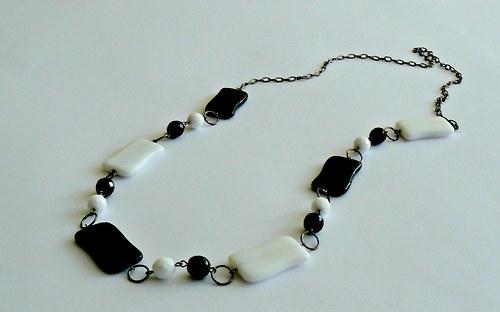 Černobílý náhrdelník