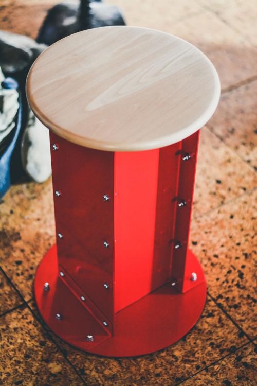 Industriální stolička (červená)