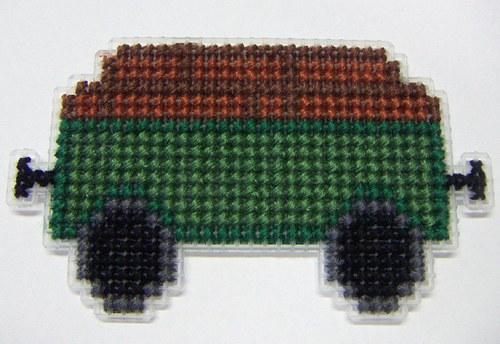 Vyšívaná magnetka - vagón se dřevem