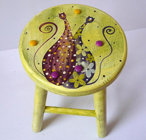 dřevěná stolička s opěradlem - zelená s tlustínky