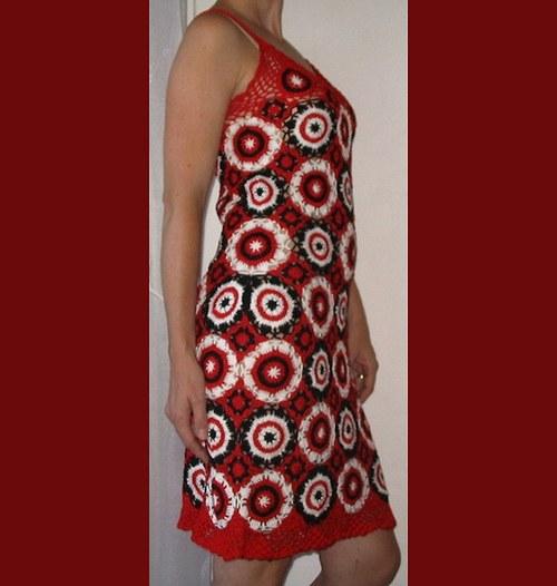 Háčkované šaty z motivků